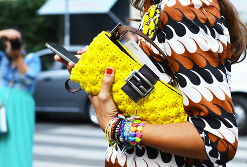 bright-colors-fashion-trend-street-style-neon-yellow-clutch-pattern-dress-002
