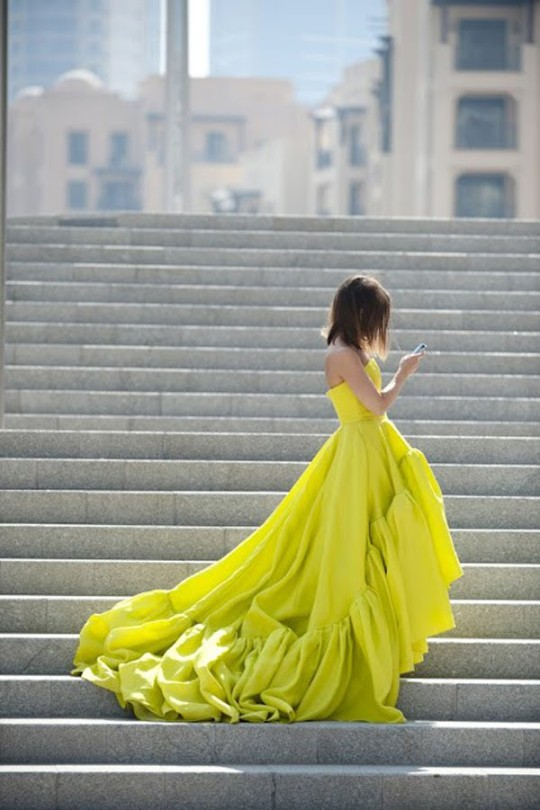 Yellow gown on stepsvia celebinspire tumblr